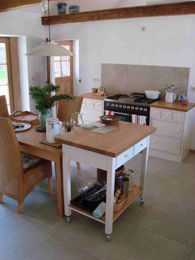 Hier ist eine von unserer Tischlerei angefertigte Küche, sowie Fenster und Türen für einen Kunden in Hude zu sehen.