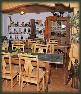 Alle Brände und Liköre präsentiert im gemütlichen Hofladen.