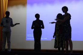 pratique, action, concret, danse avec le FLE sur la scène.