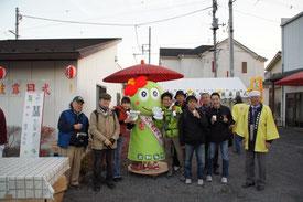 """日向和田駅への途中、吉野梅郷商店会で偶然に""""おうめちゃん""""お披露目式を目撃。誕生したばかりの青梅市のゆるキャラちゃんです。美味しい甘酒をごちそうになりました!"""