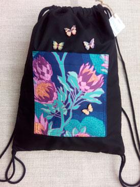 mochila de cordon loneta negra con mensaje: Amor incondicional