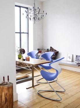 BRICKS Besprechungstisch aus modularen Bausteinen und dem FLOMO Whiteboard von wp-office