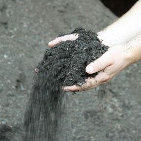 Kompost, Kompostdünger, Komposterde