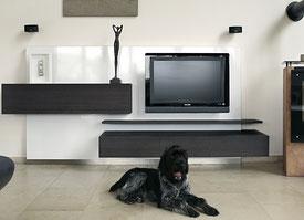 Möbelbau von Schreinerei Holzdesign Ralf Rapp, Wohnwand mit integrierter Beleuchtung, mit Schubladen und Fernseher