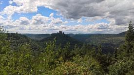 Blick auf die Stauferburg Trifels