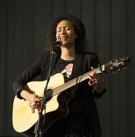 Singer-Songwriter Schülerin