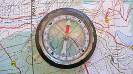 Bussola e cartina topografica