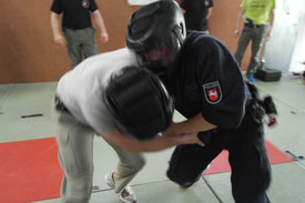 Street Combatives Force-on-Force Training Waffenschutz Schießausbildung