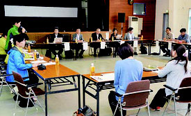 イリオモテヤマネコ保護増殖検討会が開かれ、1年間の報告などが行われた=22日、竹富町離島振興総合センター