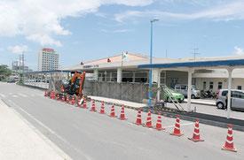 現在工事中のバス停留所=28日、石垣港離島ターミナル