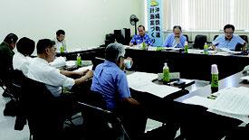 第6回沖縄鉄軌道計画検討委員会が開かれた=18日、県庁