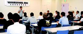 来年の教員採用試験に向けた対策講座の開講式が行われた=12日午前、市健康福祉センター
