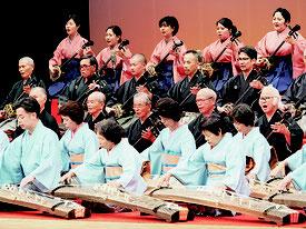 沖縄新進芸能家協会による石垣公演が行われた=26日夜、市民会館大ホール
