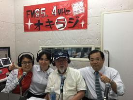 我那覇真子さん(左から2人目)ら、コミュニティFMの番組「沖縄防衛情報局」の出演者=我那覇さん提供