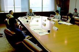 懇話会では食の安全確保に向けた問題点の整理や解決に向けた提案が出た=31日午前、県庁
