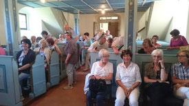 Die Reisegruppe in der Kirche Dobraschütz