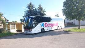 Der Bus parkte in der Buswendeschleife