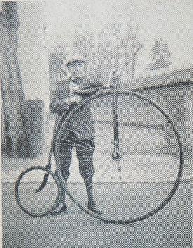 Franz Todtenhöfer (75) mit seinem geliebten Hochrad.