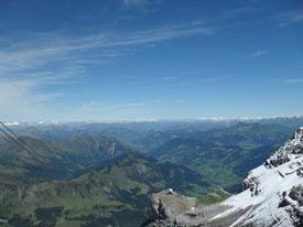 Blick von Glacier 3000 ins Saanenland