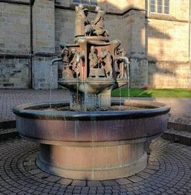 Der Bürgerbrunnen in Warstein wird in einem neuen Ensemble aufgestellt und Startpunkt einer Erlbenisroute