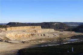Der Kalksteinbruch auf dem Plettenberg beschäftigt Landratsamt, Behörden und Bürger gleichermaßen.    © Klaus Irion