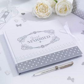 Ein Gästebuch für die Sprüche zur Hochzeit.