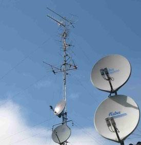 parabole râteau TNT satellite amplificateur dérivateur connecteur coaxial 75 ohms mat fixation UHF VHF numérique MHz GHz