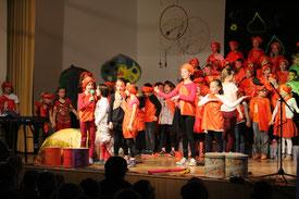 Chor der Regenbogen Grundschule, bestehend aus 70 Kindern sowie der musikalischen Leitung von Frau Hupfer, Frau Vorwerk und Frau Henning