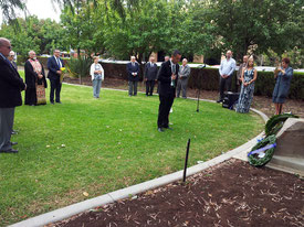 The Hon. Tom Koutsandonis laying a wreath at Memorial Gardens
