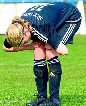 Tief enttäuscht: Johanna Pospich kassierte mit dem TuS Viktoria Großenenglis die höchste Heimniederlage in der Hessenliga gegen Gläserzell. FOTO: PRESSEBILDER HAHN
