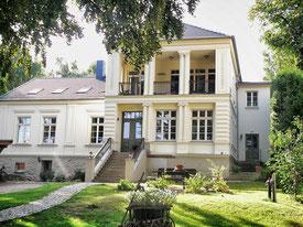 Blick auf die Villa von der Eldenseite