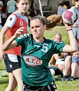 Nicht nur in dieser Szene kann sich Vanessa Polomka durchsetzen. Mit den Altwarmbüchener A-Juniorinnen erreicht sie beim Turnier in Großenheidorn das Halbfinale.Butt