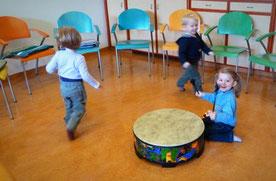 Helga Bauer Musik mit Kindern machen bei Tageseltern Tagesmutter Betreuungseinrichtungen Kindergarten