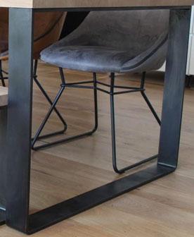 Exemple de patine à la main sur pied de table en métal