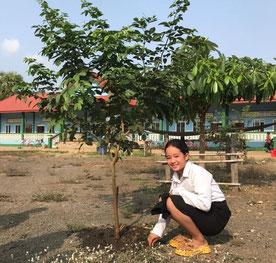 「初めて植林に参加し、正しい感染予防の方法についても初めて学びました。学んだことを早速家族にも伝えました !」と語る 6 年生のスレイリープさん