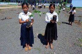 多くの子どもたちにとって初めての植林体験となった