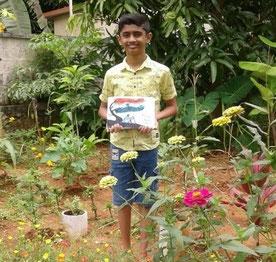 学校の薬草園にて。対面授業が停止されている中、薬草園の活動は、学校周辺に住む一部の子どもたちのみが参加