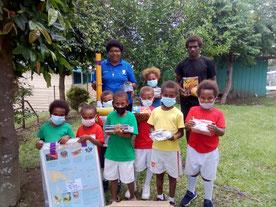 子どもたちの学習を支えるた め、学校からのニーズに基づき、授業に必要な教材や文房具などの支援も実施