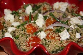 Ensalada de quinoa, espárragos y queso feta