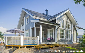 Großzügiges Design - Blockhaus auf zwei Ebenen