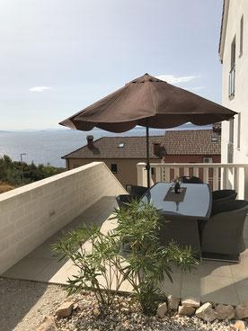 Terrasse mit schöner Aussicht und super Sitzgelegenheit
