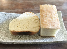 外はカリカリ、中もっちりのパン