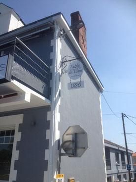 Notre restaurant idéalement situé en bord de Loire, vous propose une vue de sa terrasse  sur le bras de la Divatte
