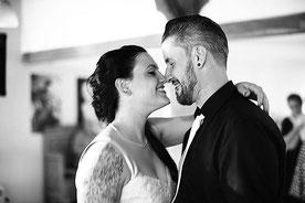 Hochzeitsfotograf fotografiert Rockabilly Hochzeit