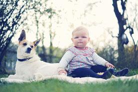 Fotograf aus Osnabrück fotografiert Babyfotos im Garten