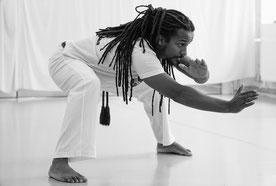 Capoeira in Hamburg. Mann macht Kampfsport