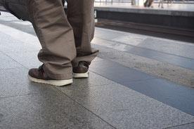 Mensch am Bahnsteig