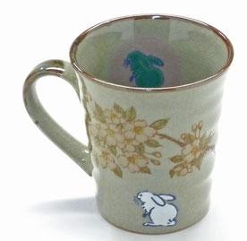 『左利き様用マグカップ』 九谷焼 白兎しだれ桜 中裏絵