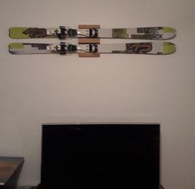 Wandhalterung Wandmontage Ski horizontal vertikal Ski Halterung wall mount Eiche K2 Holz
