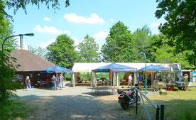 Grillhütte zur 25-Jahr-Feier mit Zeit davor (Zum Vergrößern anklicken)